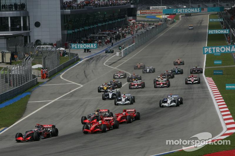 Start: Fernando Alonso, McLaren Mercedes, MP4-22, ve front, Felipe Massa, Scuderia Ferrari, F2007, v