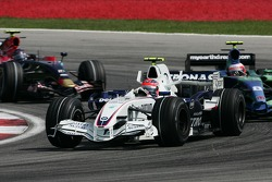 Robert Kubica, BMW Sauber F1 Team, F1.07 and Rubens Barrichello, Honda Racing F1 Team, RA107