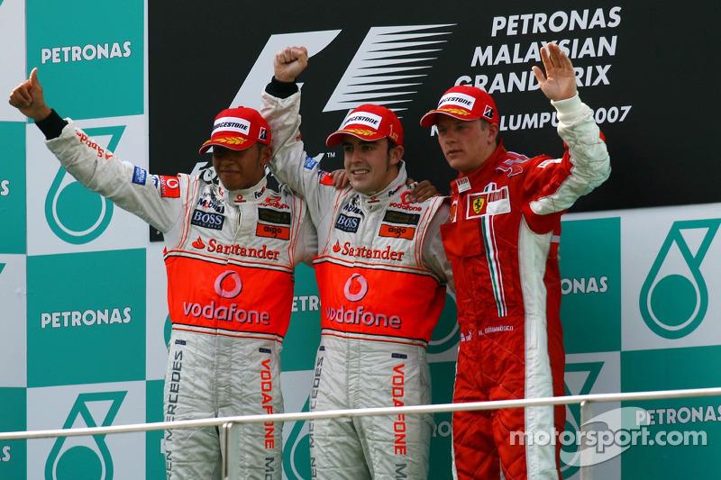 Podio: ganador de la carrera Fernando Alonso, segundo lugar Lewis Hamilton y tercer lugar Kimi Raikk