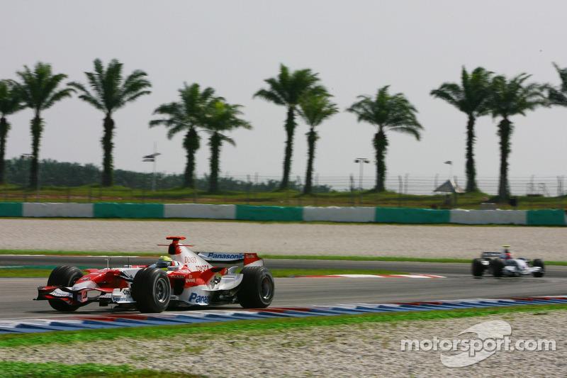 Ralf Schumacher, Toyota Racing, TF107 y Robert Kubica, BMW Sauber F1 Team, F1.07