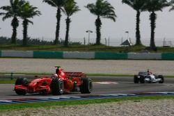 Kimi Raikkonen, Scuderia Ferrari, F2007 y Robert Kubica, BMW Sauber F1 Team, F1.07