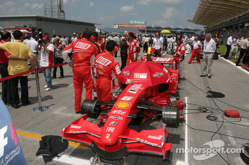 Ferrari en parrilla