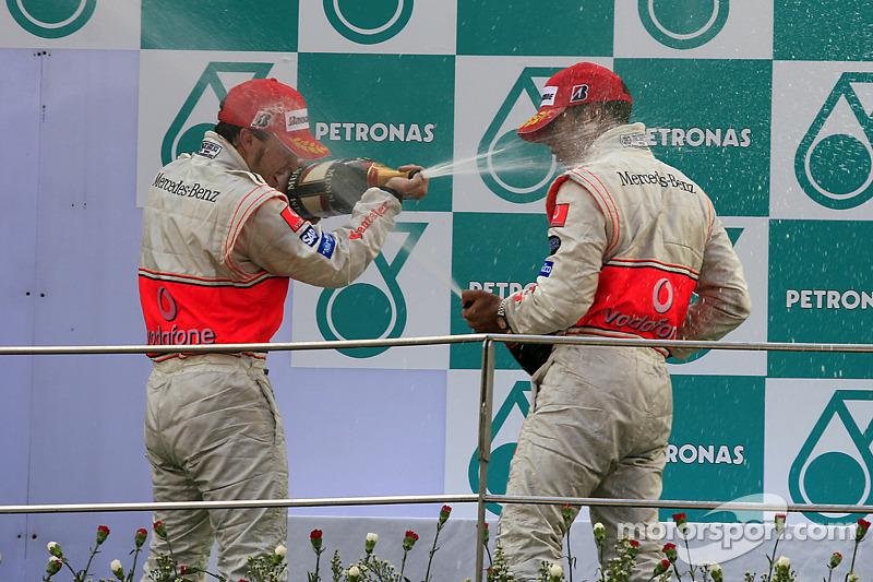 Podio: Fernando Alonso y Lewis Hamilton