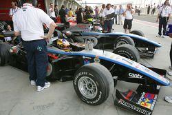 Pastor Maldonado (VEN, Trident Racing) and Kohei Hirate (JPN, Trident Racing)