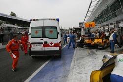 Les véhicules d'urgence sur la ligne des stands