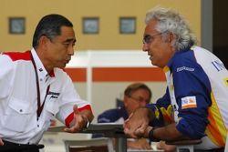 Flavio Briatore, Renault F1 Team, Team Chief, Managing Director and Hiroshi Yasukawa, Bridgestone