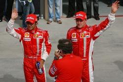 Pole: Kazanan Felipe Massa kutlama yapıyor ve Kimi Raikkonen ve Jean Todt
