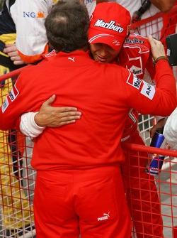 Pole: Kazanan Felipe Massa kutlama yapıyor ve Jean Todt