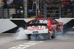 La voiture de Matt Kenseth fume
