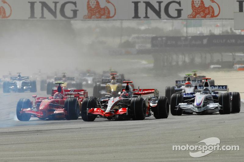 Start: Kimi Raikkonen, Scuderia Ferrari, F2007, Fernando Alonso, McLaren Mercedes, MP4-22 ve Nick Heidfeld, BMW Sauber F1 Team, F3.07