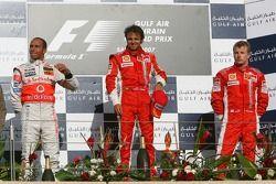 Подиум: победитель гонки Фелипе Масса с Льюисом Хэмилтоном и Кими Райкконеном