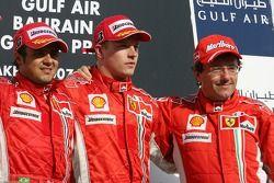 Podio: carrera ganador Felipe Massa con Kimi Raikkonen y Luca Baldisserri