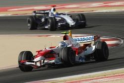 Jarno Trulli, Toyota Racing, TF107 and Nico Rosberg, WilliamsF1 Team, FW29