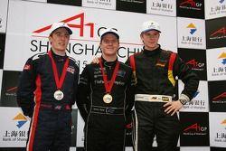 Robbie Kerr, pilote de A1 Equipe de Grande Bretagne avec Jonny Reid, pilote de A1 Equipe de Nouvelle Zélande et Nico Hulkenberg, pilote de A1 Equipe d'Allemagne