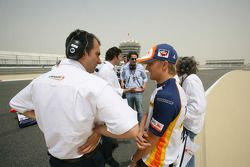 Heikki Kovalainen (Renault F1) on the GP2 Grid