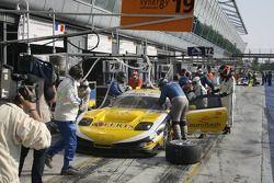 Arrêt au stand pour #73 Luc Alphand Aventures Corvette C5-R: Jean-Luc Blanchemain, Sébastien Dumez, Vincent Vosse