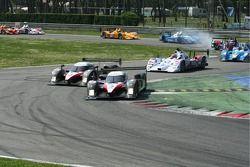 Départ: #7 Peugeot Total Peugeot 908 HDI FAP: Marc Gene, Nicolas Minassian mène le peloton