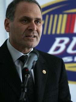 Robert Hattem, président UAP Inc., représentant NAPA Pièces auto