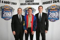 Robert Hattem, président UAP Inc., représentant NAPA Pièces auto et Martin Spalding, directeur général de Stock-Car Montréal, promoteur de l'événement
