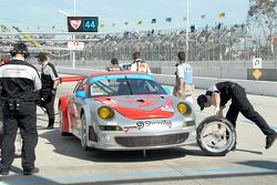 #44 Flying Lizard Motorsports Porsche 911 GT3 RSR: Patrick Long, Darren Law