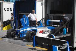 équipe PR1 Motorsports décharge l'auto de Bomarito Jonathan
