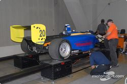 La voiture de Alan Sciuto dans l'inspection technique de l'Atlantique