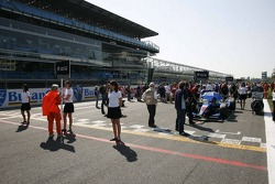 The grid with Pippa Mann, Cram Competition on Pole