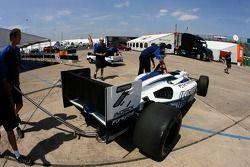 La voiture Forsythe Championship Racing de Mario Dominguez sur l'inspection technique