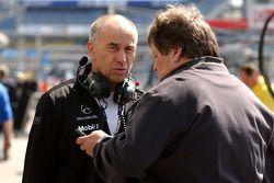 Peter Mucke, dueño del equipo Mucke Motorsport con Norbert Haug, director deportivo de Mercedes-Benz