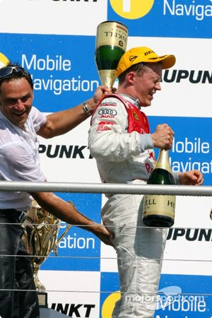 Champagne for everyone and an interesting gesture