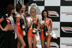 Podium: the charming Champ Car girls with the champagne