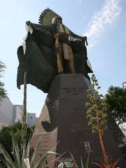 Sculpture dans la zone des stands