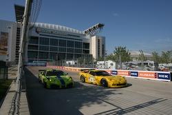 #61 Risi Competizione Ferrari 430 GT: Nic Jonsson, Tracy Krohn, #4 Corvette Racing Corvette C6-R: Ol