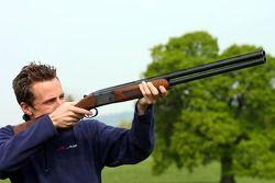 Robbie Kerr, pilote A1 Equipe de Grande Bretagne avec un fusil de chasse
