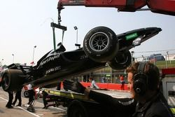La voiture de Jonny Reid, pilote A1 Equipe de Nouvelle Zélande, est rentrée aux stands