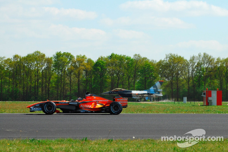 Christijan Albers, Spyker F1 Team, F8-VII VS. F-16 Fighter jet of the Royal Netherlands Airforce