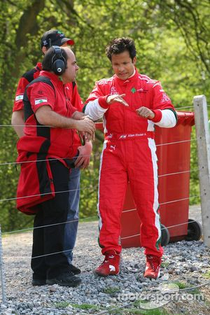 Allam Khodair, pilote de A1 Equipe du Liban, après s'être arrêté sur la piste