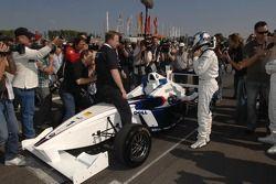 Nick Heidfeld fait un tour d'essai avec une voiture de Formule BMW