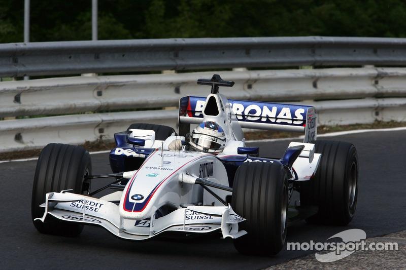 Nick Heidfeld, BMW Sauber F1 Team, met de BMW Sauber F1 over de Nordschleife