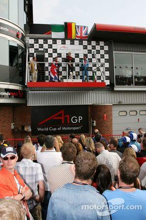 Podium: Nico Hulkenberg, pilote A1 Equipe d'Allemagne, Robbie Kerr, pilote A1 Equipe de Grande Bretagne, Enrico Toccacelo, pilote A1 Equipe d'Italie