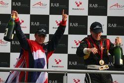 Podium: Le gagnant, Nico Hulkenberg, pilote A1 Equipe d'Allemagne, 2ème, Robbie Kerr, pilote A1 Equi