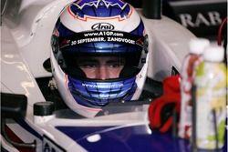Robbie Kerr de A1 Team Grande-Bretagne dans la voiture se prépare pour la séance de qualification de