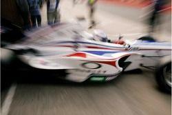 Robbie Kerr de A1 Team Grande-Bretagne sort du garage pour les qualifications