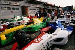 Voitures A1 GP à la fin de la séance de qualification à Brands Hatch