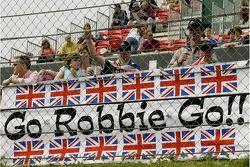 les fans montrent leur soutien pour Robbie Kerr