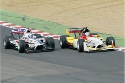 Dans la course A1 GP, Nico Hülkenberg effectue un dépassement audacieux sur Robbie Kerr