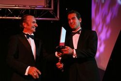 Emerson Fittipaldi, Seat Holder of A1Team Brazil hands Jeroen Bleekemolen, Driver of A1Team Netherlands the Most Spectacular overtaking manouvre award