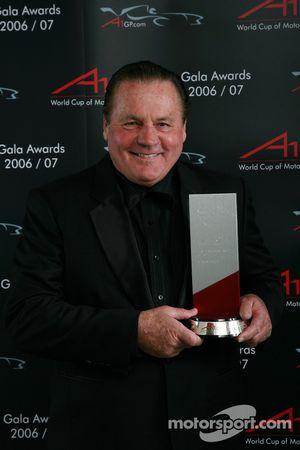 Alan Jones, Seatholder of A1Team Australia takes the Fairplay & Sportmanship award