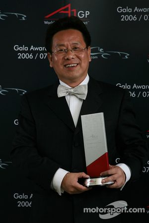 Liu Yu, Seat Holder and Team Manager of A1Team China takes the most improved A1 Team award