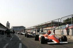 Voitures FIA-TGP en attente de feu vert dans la ligne des stands, FIA-TGP Championchip